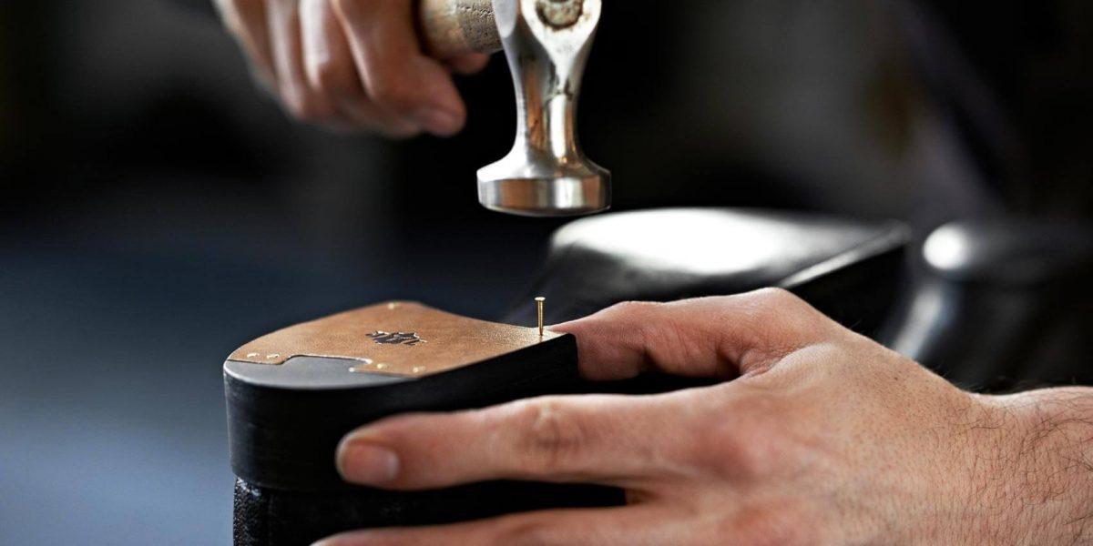 massschuhe-berlin-fertigung-absatz-nageln